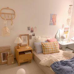 Bedroom Setup, Room Design Bedroom, Room Ideas Bedroom, Korean Bedroom Ideas, Appartement Design, Study Room Decor, Pastel Room, Minimalist Room, Pretty Room
