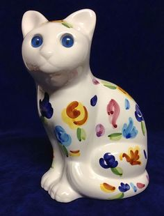 """8 1/2"""" Hand Painted Alcobaca Portugal White Porcelain Blue Eye Glass Cat"""