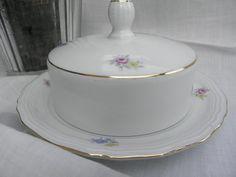 """Die zarten Blüten und das schlichte Design passen zu nahezu jedem Geschirr: Butterdose """"Gloria"""" von sabinchenfrauenzimmer auf DaWanda.com"""