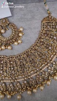 We ship worldwide Pakistani Bridal Jewelry, Indian Bridal Jewelry Sets, Wedding Jewelry For Bride, Wedding Jewellery Designs, Wedding Jewellery Inspiration, Bridal Necklace Set, Girls Jewelry, Indian Gold Necklace, Stone Necklace