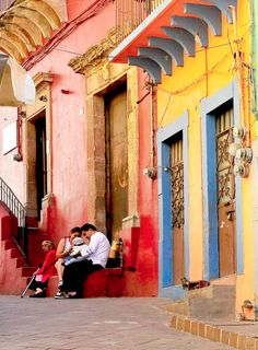 guanajuato, mexico (lovely warm Mexican colours in this photo)