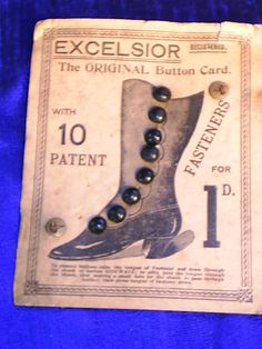 ButtonArtMuseum.com - vintage buttons for boots on original card, beautiful example of ephemera in excellent condition.
