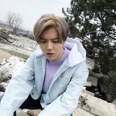 180305 Luhan Weibo Update I look left ←_←, look right →_→ , look up ↑_↑, look down ↓_↓, there is only one word for Vienna in spring, so cold! Chanyeol, Kyungsoo, Hunhan, Exo Ot12, Pretty Men, Beautiful Men, Luhan Weibo, Chen, Exo Red Velvet