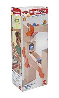 Kugelbahn für Kinder ab 3 Jahren bestehend aus Rampen, Klemmen und verschiedenen Quadern zum zusammenstellen einer Kugelbahn. Hauptsächlich aus Holz.