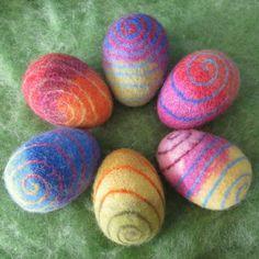 Ostereier - sechs große, bunte Filz-Eier mit Spiralmuster - ein Designerstück von margamay bei DaWanda