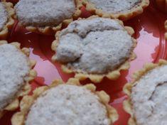 Csokis kekszes-mogyoróvajas torta   Adrienn Mihály receptje - Cookpad receptek Cookies, Dios, Crack Crackers, Biscuits, Cookie Recipes, Cookie, Biscuit