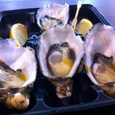 Fresh Oysters at South melbourne market. Melbourne Markets, Fresh Oysters, Street Food, Seafood, Restaurants, Victoria, Canning, Live, Breakfast