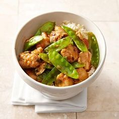 Put down that takeout menu and enjoy a Chinese-food favorite without the guilt. In this healthy General Tso's Chicken recipe, we pan-fry the ingredients to preserve flavor while slashing sodium and calories. Healthy Meals To Cook, Heart Healthy Recipes, Healthy Chicken Recipes, Clean Recipes, Healthy Cooking, Healthy Eating, Cooking Recipes, Healthy Food, Chinese Food