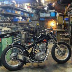 """Shared from Instagram: 2ER SR400""""Rigid line bolt in hard tail complete""""  新コンプリートとして立ち上げ間近のハードテールSR  明日には試乗に行くけそーデス  #sr400 #sr500 #custombike #streetchopper #2percenter #srchopper #srbobber #japbike #japstyle #bobber #bobberheads #yamahabobber #chopper #chopperbike #choppercycle #chopperlife #srjapan #japcustom  #ツーパーセンター #ツーパーセンターコンプリート #srハードテール #チョッパー#ボバー by 2persenter"""