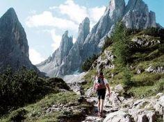 Wandern in den Dolomiten im Sommer