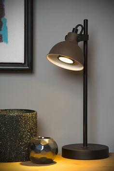 Lampka biurkowa DAMIAN wykonana jest z wysokiej jakości stali w kolorze czarnym i rdzawobrązowym. W serii dostępny jest także żyrandol, kinkiet oraz lampa podłogowa. Klosz lampki jest ruchomy, dzięki czemu można dostosować kierunek padania światła do potrzeb. Tripod Table Lamp, Table Lamp Base, Bedside Table Lamps, Table Lamp Sets, Lamp Bases, Desk Lamp, Spot Mural, Luminaire Mural, Dar Lighting