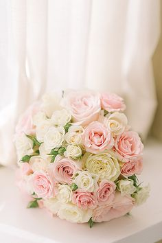A feminine floral bouquet in shades of blush and ivory. #floral #wedding #luxbride