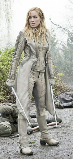 CW Arrow's Black Canary / DC's Legends of Tomorrow White Canary Bo Staff Legends Of Tommorow, Dc Legends Of Tomorrow, Canario Branco Dc, Arrow Black Canary, White Canary Dc, Lady Sybil, Superhero Suits, Cw Dc, Univers Dc