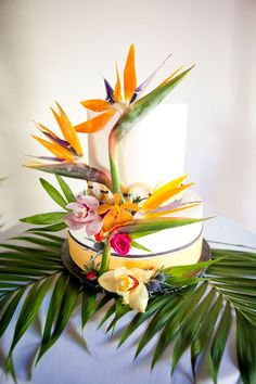 Birds of Paradise have a special place in our hearts. A colorful and vibrant tropical birds of paradise wedding styled shoot by Jennie Karges Photography