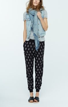 Madewell Denim Vest, Linen Tee & Ikat Track Pants available at Looks Street Style, Looks Style, Mode Outfits, Casual Outfits, Spring Summer Fashion, Spring Outfits, Spring Style, Weekend Outfit, Casual Weekend