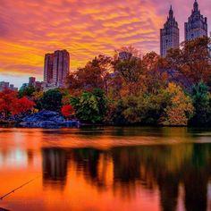 Last sunset of Daylight Saving Time in Central Park by - New York City Feelings New York City, Park In New York, Central Park, New York Sunset, City Aesthetic, Autumn Aesthetic, Daylight Savings Time, New York Skyline, Manhattan Skyline