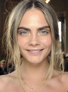 Augen Make Up Cara Delevingne - Make-Up Trends Cara Delevingne Eyebrows, Cara Delevigne, No Make Up Make Up Look, Face Pictures, Celebs, Celebrities, Pretty Face, Look Fashion, Beauty Hacks