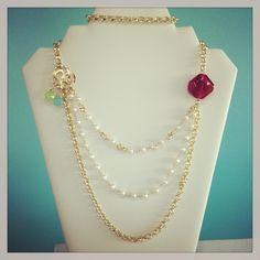 Collar largo triple con perla de río y gotas calcedonia menta y verde limón. Agatha hexágono rosa-morado