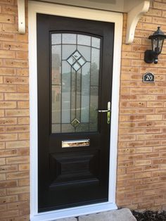 The Rockdoor Portland is an amazing composite door for the back or side of the house. Composite Front Doors Uk, Portland, Kerb Appeal, Living, Home Hacks, Glass Design, Entryway Decor, Porch, House Ideas