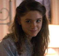 """↳ NATALIA DYER GIF HUNT """"Under the cut you'll find 121 202 gifs of the lovely Natalia Dyer as Nancy Wheeler on Stranger Things. None of these gifs are mine and so if the original makers would like me. Nancy Stranger Things, Stranger Things Characters, Stranger Things Aesthetic, Stranger Things Netflix, Wattpad, Natalie Dyer, Which Character Are You, Nancy Wheeler, Pretty People"""