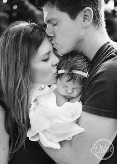 Grayscale mom dad and baby, adorable! like triangle of love: dad kisses mom, mom kisses baby