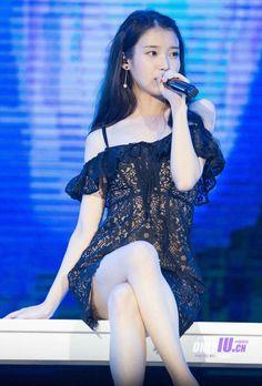 every picture I repeat EVERY PICTURE she looked like a goddamn princess Kpop Fashion, Korean Fashion, Fashion Models, Womens Fashion, Sexy Asian Girls, Beautiful Asian Girls, Kpop Girl Groups, Kpop Girls, Kpop Mode