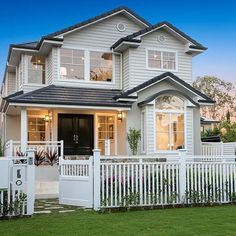 #queenslanderhomes Soooooo I think I've found my one true love ❤️ (via realestate.com.au / Cathy Lammie Property) Home in Qld with Hamptons inspired feel. #hamptonshomes
