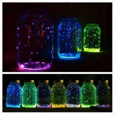 Glow in the dark verf van de hema, lichtstaafjes van de action en een leeg flesje/potje!