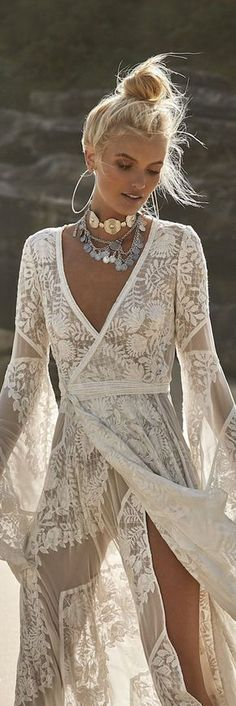 Ideas for wedding beach dress boho bohemian style Boho Hippie, Hippie Stil, Estilo Hippie, Hippie Look, Boho Gypsy, Beach Hippie, Bohemian Beach, Bohemian Bride, Hippie Masa