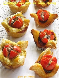 Baskets With Cherry Tomatoes and Smoked Sausage Appetizer Dips, Cherry Tomatoes, Baked Potato, French Toast, Food And Drink, Snacks, Breakfast, Ethnic Recipes, Spreads