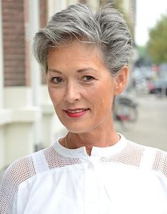 Beautiful Pixie Cuts for Older Women Short haircut is an important element that makes your life easier, saving you lots of time in your daily life. Haircut For Older Women, Older Women Hairstyles, Pixie Hairstyles, Short Gray Hairstyles, Women Pixie Cut, Short Hair Cuts For Women, Salt And Pepper Hair, Very Short Haircuts, Short Grey Hair