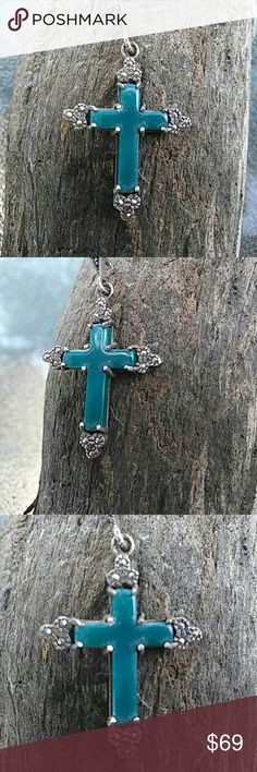 ✔SALE✔VTG-EMERALD CROSS MARCASITE Genuine emerald and marcasite vintage cross pendant. Solid sterling silver and genuine emerald stone. Great pre-loved condition.  🌷MOVING SALE MUST SELL🌷 Vintage Jewelry Necklaces