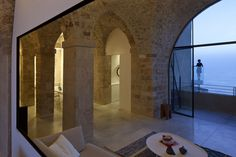 This majestic Jaffa apartment appeals to all contemporary minimalist lovers. I like these stone walls and neutral color palette, setting the bar for architectural asceticism around the world. This apartment is the beautiful work of architecture firm Pitsou Kedem Architects.