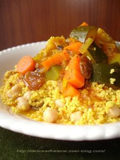 Vegetarian couscous, Love it! Veggie Recipes, Vegetarian Recipes, Cooking Recipes, Couscous Healthy, Tunisian Food, Plat Vegan, I Want Food, Vegetable Side Dishes, No Cook Meals