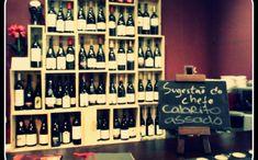 10 restaurants typiques à Lisbonne - Une ambiance romantique Wine Rack, Restaurants, Photo Wall, Frame, Portugal, Decor, Lisbon, Romantic, Travel