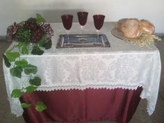 Outubro/2016 Lords Supper, Church Decorations, Corpus Christi, Communion, Table, Inspiration, Altar Decorations, Suppers, Eucharist