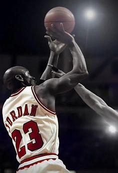 With hand in his face ooo Mike Jordan, Jordan Bulls, Michael Jordan Basketball, Basketball Is Life, Basketball Players, Basketball Legends, Chicago Bulls, United Center, Utah Jazz