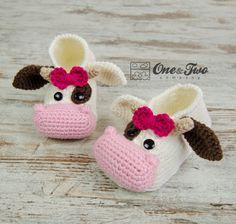Baby Knitting Patterns Boy Doris the Cow Booties – Child Sizes – Crochet Pattern Crochet Cow, Crochet Amigurumi, Crochet Baby Shoes, Crochet Baby Booties, Crochet Slippers, Knitted Baby, Crochet Dolls, Knitting Patterns Boys, Baby Patterns