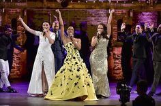 Schuyler Sisters at the Tony Awards Hamilton Broadway, Hamilton Musical, Hamilton Gif, Hamilton Puns, Pippa Soo, Anthony Ramos, Hamilton Lin Manuel Miranda, And Peggy, Alexander Hamilton