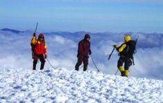 Curso de Escalada y Glaciar en Ecuador  Este tour ofrece una oportunidad increíble a los escaladores para llevar sus habilidades de alpinismo al siguiente nivel. Incluye el entrenamiento del senderismo en hielo y en glaciar en los glaciares de Cotopaxi con un guía con licencia y en las condiciones de seguridad más altos.