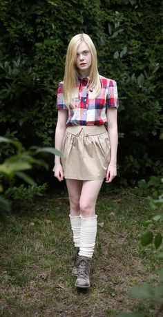 Elle Fanning as Krystal Miller Ellie Fanning, Fanning Sisters, Dakota And Elle Fanning, Cute Girl Photo, Kawaii Girl, Girl Photos, Mantel, Fashion Models, Cute Outfits