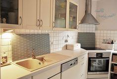 Mit Küchenmöbellack lässt sich eine alte Küche neu gestalten. Mit d ...