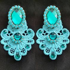Maxiaretes Azúl turqueza! Lace Earrings, Statement Earrings, Crochet Earrings, Craft Accessories, Jewelry Making Tutorials, Jewerly, Fashion Jewelry, Beads, Handmade