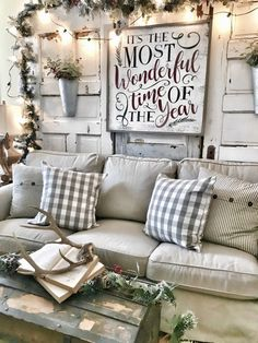 Looking for for inspiration for farmhouse christmas tree? Browse around this website for cool farmhouse christmas tree inspiration. This kind of farmhouse christmas tree ideas seems absolutely excellent. Decoration Christmas, Farmhouse Christmas Decor, Noel Christmas, Christmas Signs, Country Christmas, Xmas Decorations, All Things Christmas, Winter Christmas, Farmhouse Decor