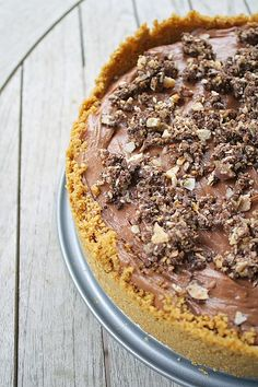 No Bake Nutella Cheesecake  - Whoever made this cake is a god!! <3