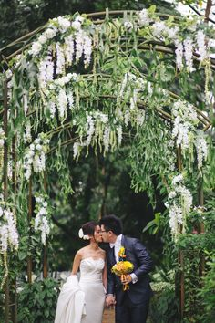 Gorgeous green and white florals | John and Rui Ying's Green and White Wedding at Singapore Botanic Gardens