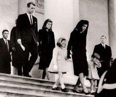 La famille Kennedy quitte la chapelle ardente de JF Kennedy en 1963  #histoire