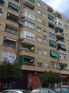 Se alquila habitación para chica con cama doble en piso recién reformado  anuncios gratis en #Valencia #España
