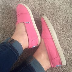 Host Pick⭐️ Like New Pink Canvas TOMS Classic canvas Toms in  gorgeous shade of pink. Children's size 4.5 which is equivalent to women's 6.5. No noticeable wear, very good used condition. Tiny dirt spot on right shoe near top stitching and left near toe. Would likely come off if cleaned. Otherwise immaculate condition, I only wore these twice! TOMS Shoes Sneakers
