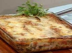 Receita de Lasanha de berinjela - lasanha em uma forma média. Colocar um pouco de molho e arrumar camadas de berinjela intercaladas com queijo fresco, regar sempre com molho....